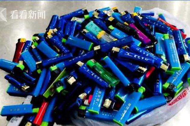 上海火车站安检:有人带刀藏子弹 有人带200多个打火机