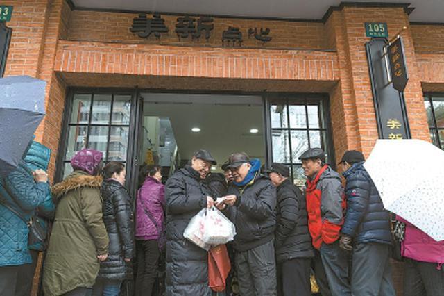 申城老字号汤圆元宵节火爆:排队3小时 有人一下买50盒
