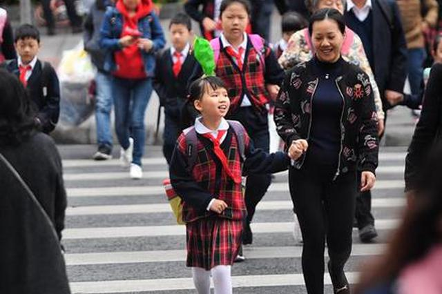 上海中小学开学首日:民警+X确保校园周边秩序