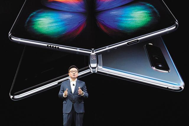 三星抢发折叠屏手机售价约1.34万元 消费者恐难买账