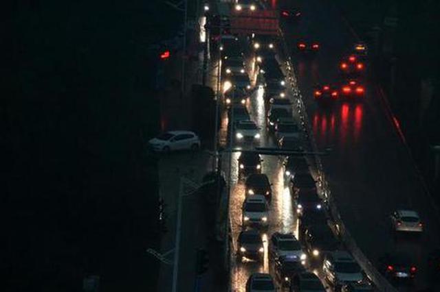 上海电子警察升级 抓拍机动车变道不开转向灯行为