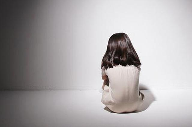 少女屡遭生父侵害 生母帮忙捂嘴充当帮凶双双被判刑