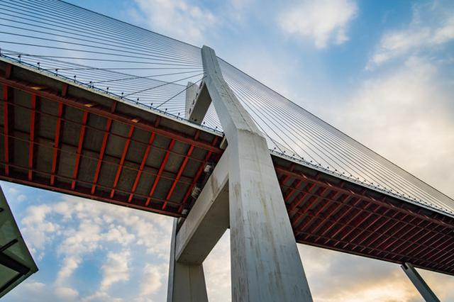 南浦大桥大修历时近四年近日完成 添置很多新装备