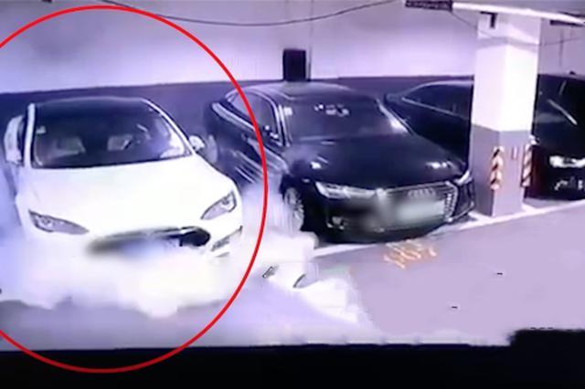 上海特斯拉车库内自燃起火引燃数辆汽车 官方:正核实