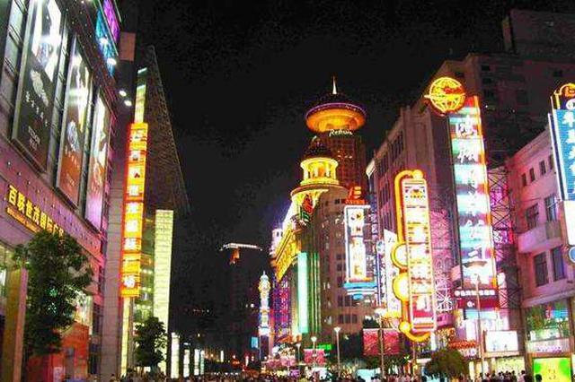 上海今年将对户外招牌立法 避免出现千街一面