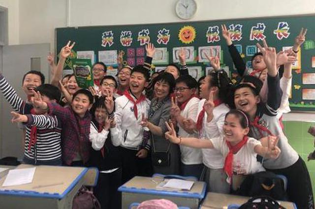 上海市园丁奖得主朱爱民患癌提前退休 徒弟学生舍不得