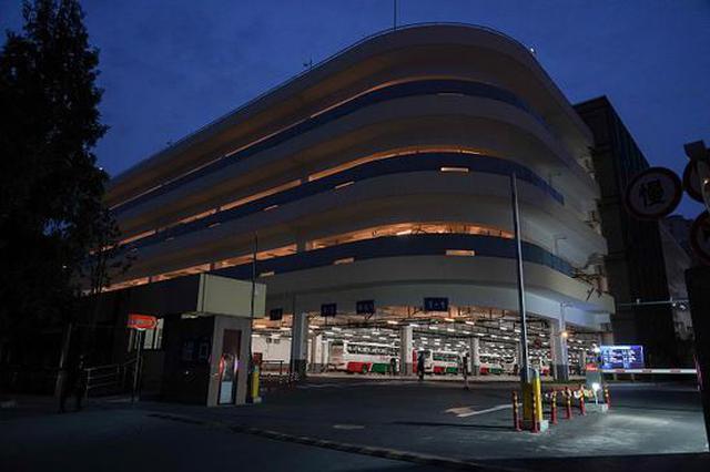逸仙路停车场强光灯换成柔光灯 附近居民告别光污染