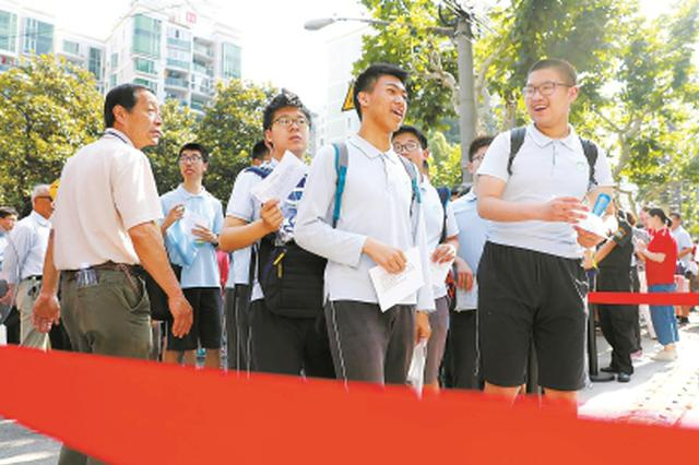 全市7.2万名考生参加中考 语文作文题亲切之中有深意