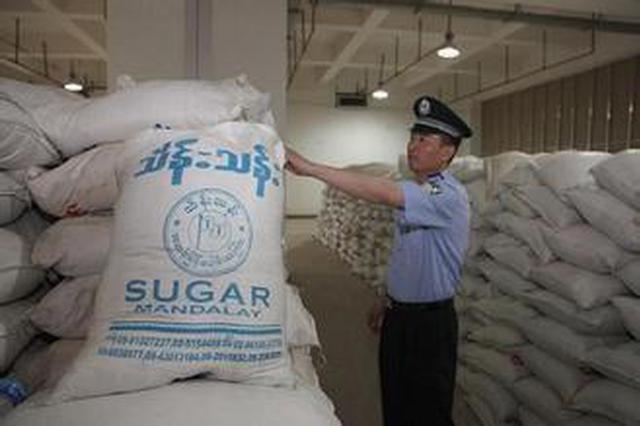 3团伙40余名嫌犯绕关私运进口8万吨白糖 被抓获
