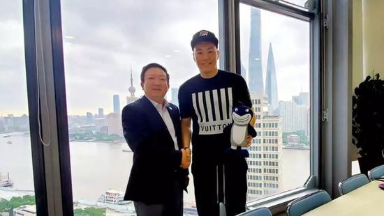 前上海男篮球员李根时隔九年重回上海 是国内强健前锋