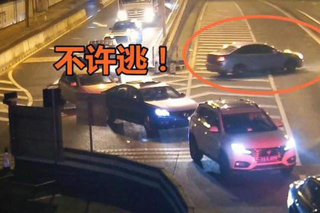 嫌犯驾车逃窜 上海警方派6辆警车围堵追击半小时抓获