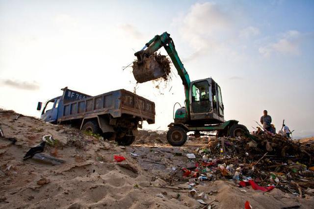 四人非法倒未分拣垃圾上百车 付400万修复环境获轻判