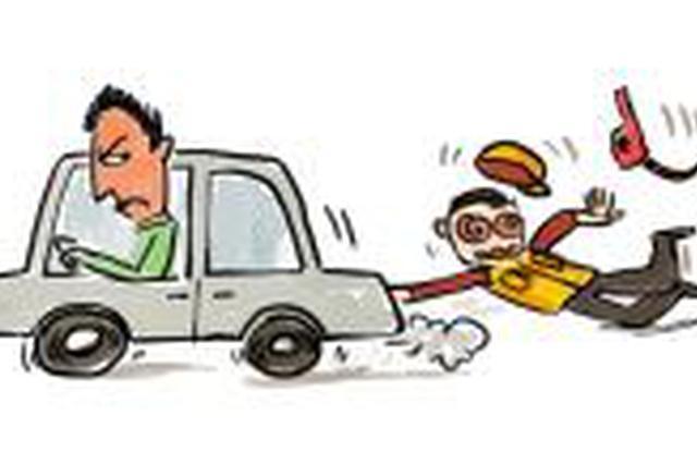 男子当街上演生死时速 爬上情敌车头被其拖行20米