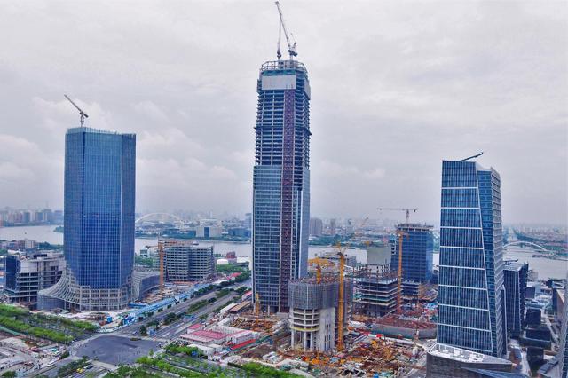 徐汇滨江第一高楼全面结构封顶 建筑面积约25万平方米