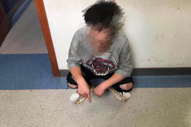 男子豪饮96啤酒怒砸6车被拘 因女友提出分手买醉消愁