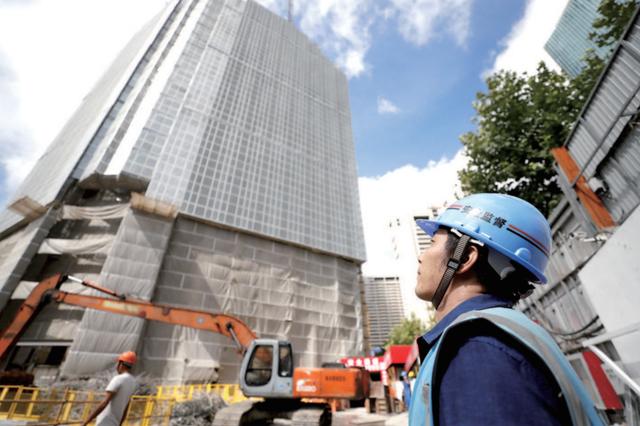上海多小区自检自查高空坠物隐患 确保头顶上的安全