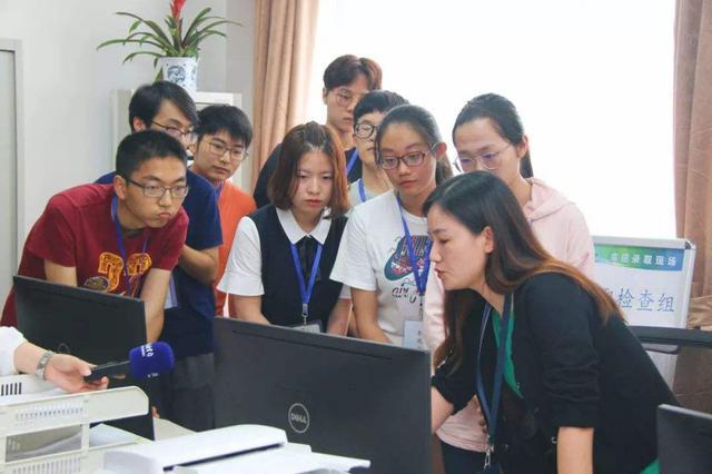 上海考生代表亲历招录流程 明可查询本科通俗批次登科