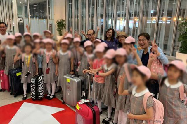 上海小白鸽跳舞团收李嘉诚捐赠200万元 买礼品送白叟