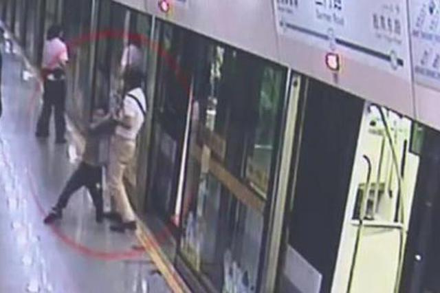 上海11岁男孩离家出走一个月 日间乘地铁晚上睡在南站