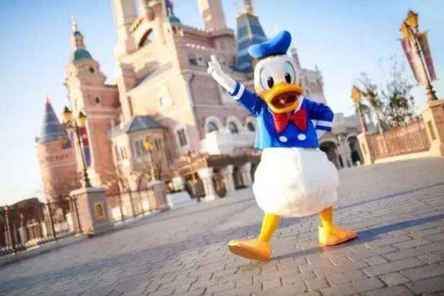 人民网四问迪士尼引热议 迪士尼称最快5个工作日答复