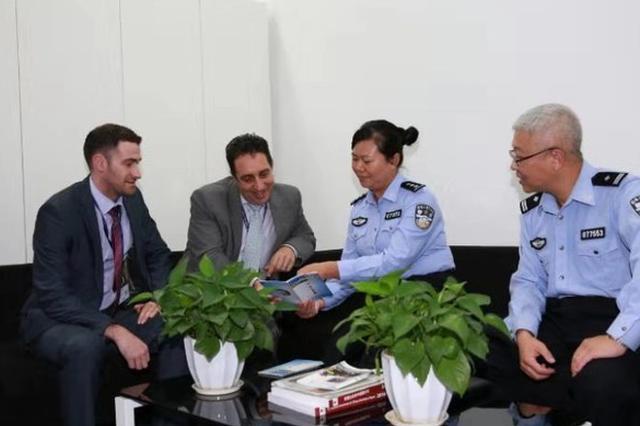 警方从万张发票寻获犯法线索 自贸区外企点赞上海警方