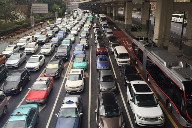 上海交警启用电子亮证 9月起私家车主上路不消带两证