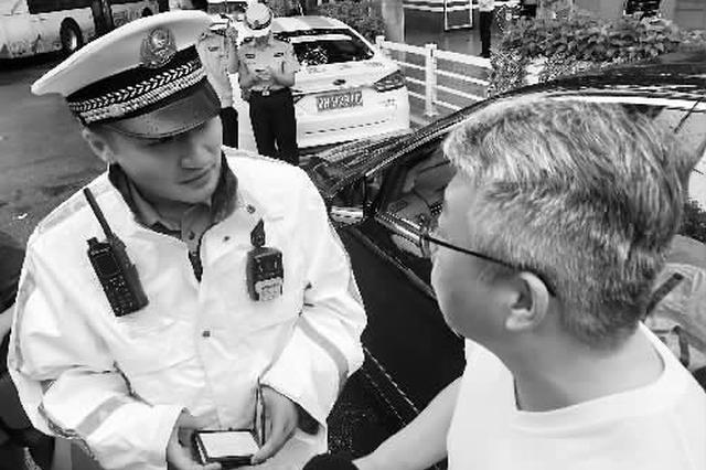 交警提醒:亮证不可使用手机截图 纸质证件也要带