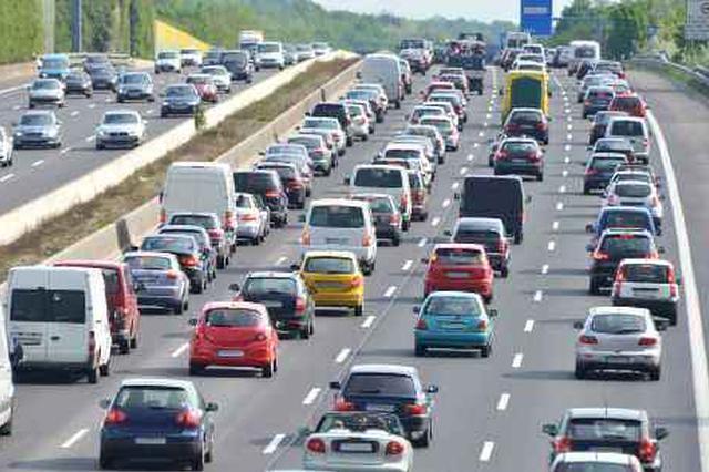 国庆7天假期全国收费公路免费通行 景区周边易拥堵