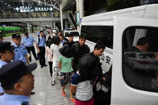 携程飞猪等旅行APP存信息泄露漏洞 7名嫌疑人押解回沪