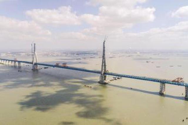 沪通长江大桥全桥合龙 主跨超千米公铁两用斜拉桥