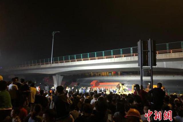 无锡跨桥侧翻变乱已致3逝世2伤 初步认定系车辆超载所致