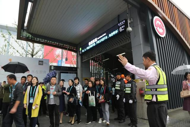 强化交通保障迎进博:地铁高峰缩短间隔 小车可预约泊位