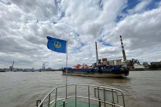 上海重点袭击不按规定航路航行 非锚地水域锚泊等行动
