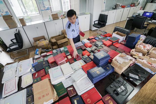 申城本年共破获三假案件85起 收缴各类制假设备30多台