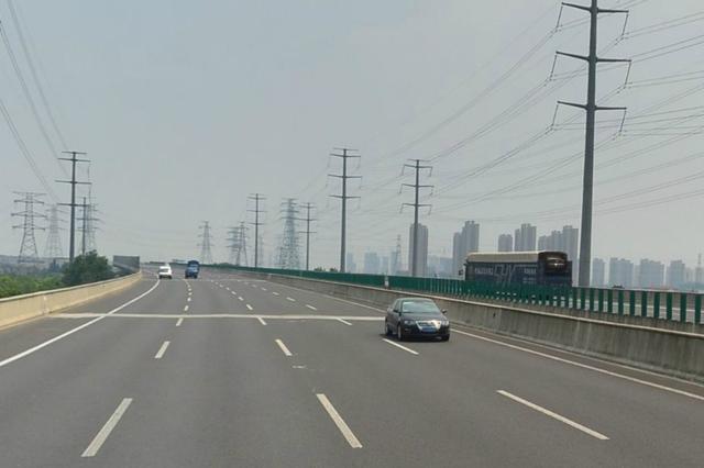 S32申嘉湖高速浙沪北主线收费站施工 开始拆除工作
