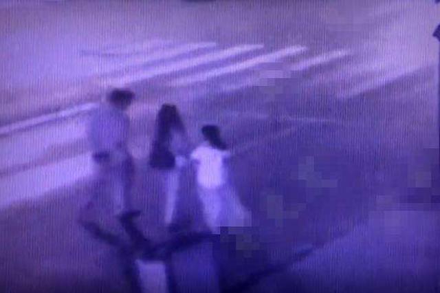醉驾司机撞向一家三口致十岁女童逝世亡母亲受伤 被批捕