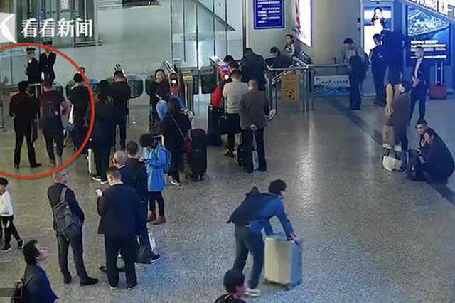 女乘客停止检票后想闯关还挑衅平易近警 被拘留5日