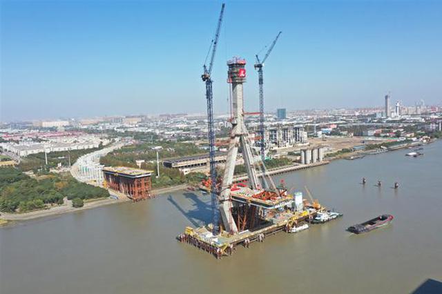 昆阳路越江大年夜桥主塔构造成功封顶 估计2020年扶植完成