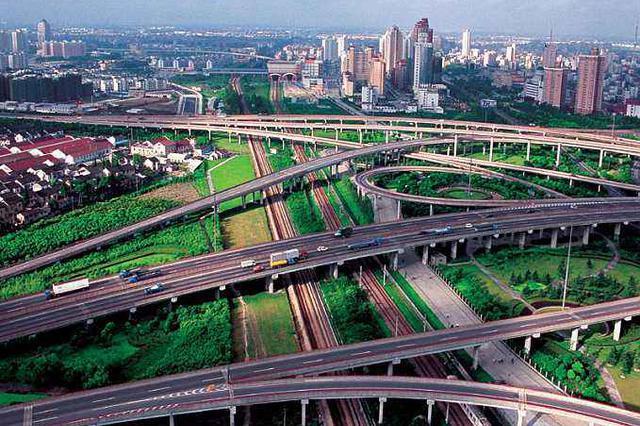 闵行跨S4高速人行天桥8月整修10月被拆 市平易近肉痛不已
