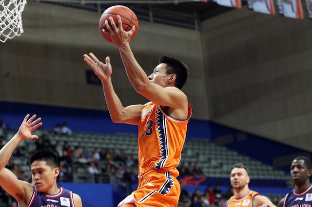 上海男篮结束三连败 莫泰双二十全队七人得分上双