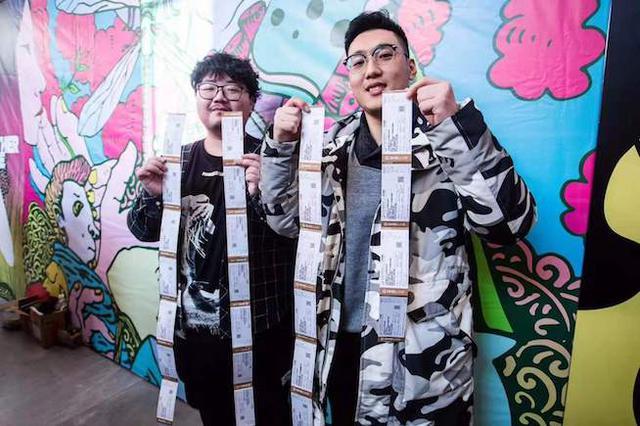 上海话剧艺术中心半价日开票 有观众提前11个小时排队