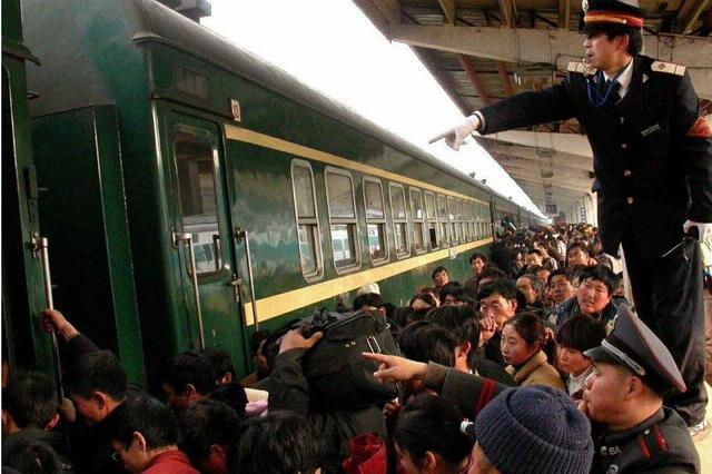 春运火车票开售27日将成抢票最岑岭 小大年夜客流达峰值