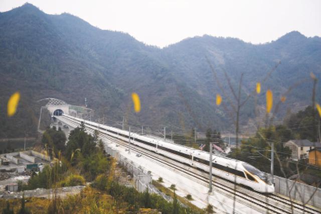 长三角铁路年搭客发送量再立异高 初次冲破7亿人次