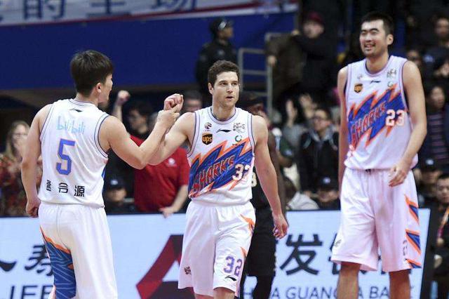 上海男篮遭四连败却迎起色 主场一分惜败于北京首钢
