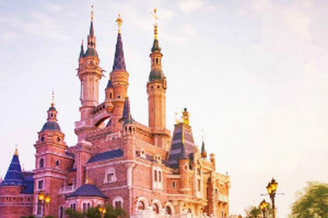 上海迪士尼跨年日再现贪吃蛇列队 热点项目已需150分钟