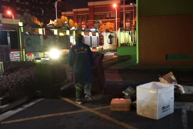 上海垃圾强迫分类第一年 破烂王转型垃圾分类员
