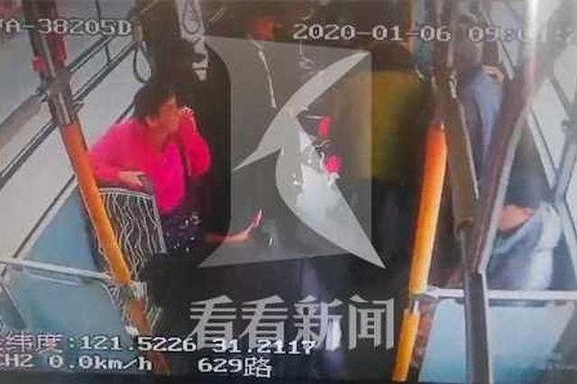 女乘客车厢内晕倒 公交车变身救护车及时将乘客送医
