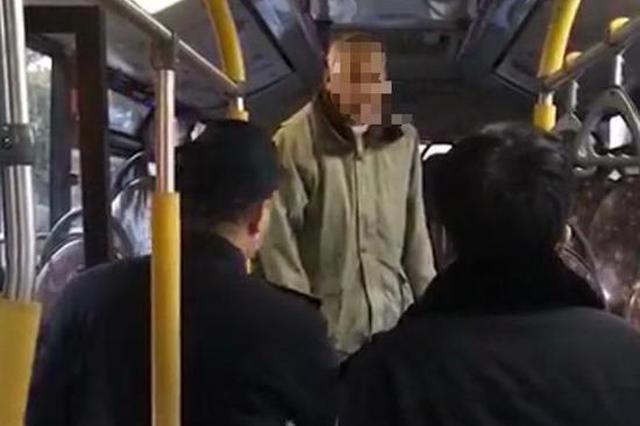 须眉不戴口罩乘17路公车 劝告无果被公安机关带走