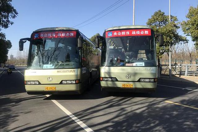 上海首批点到点省际包车抵沪 32名工人不雅察14天后上岗