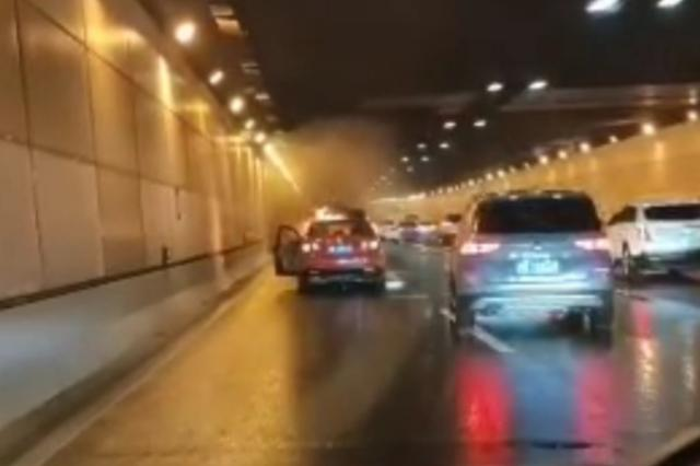 中环路外圈北虹路地道发生多车事故 一二号车道临时封闭